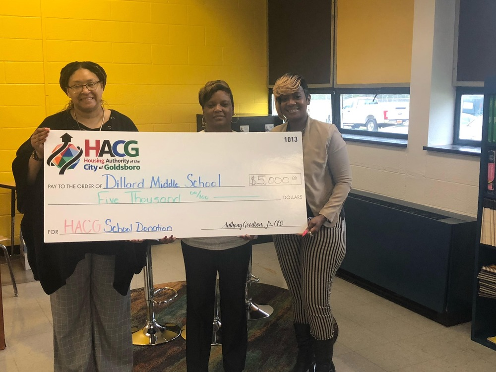 HACG with Dillard Middle School presenting donation